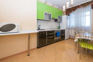 A kitchen or kitchenette at Home Like on Vokzalnaya 19