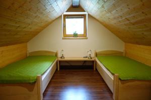 Ein Bett oder Betten in einem Zimmer der Unterkunft Pod Ponco Apartments