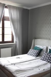 Cama o camas de una habitación en Apartament Nad Jeziorem Dlugim