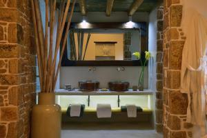 Ванная комната в Onar Suites & Villas