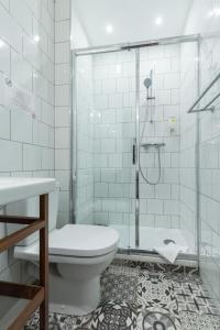 A bathroom at Florella Marceau Apartment