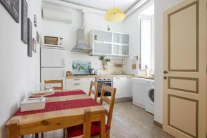 A kitchen or kitchenette at Cuore di Testaccio Apartment