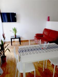 A seating area at eLLe Apartaments Lodron
