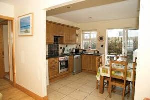 A kitchen or kitchenette at 10 Beachview