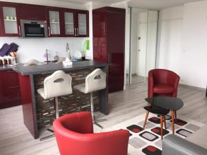 A kitchen or kitchenette at Bright Stylish Apartment Paris Expo Porte de Versailles