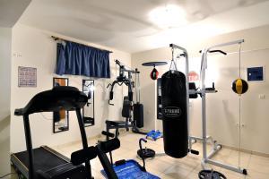 Γυμναστήριο ή/και όργανα γυμναστικής στο Akatos Hotel