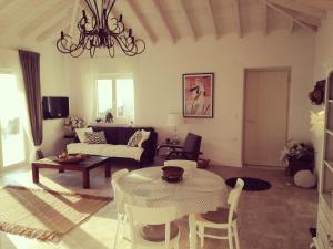 A seating area at Luxury Villa in Kechria 2