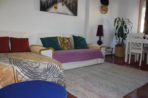 A seating area at Manta Azul Apartment