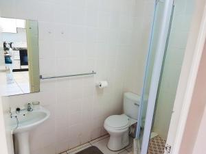A bathroom at Dumela Margate Flat No 5