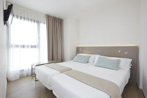 Una cama o camas en una habitación de Don Cesar