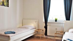 A bed or beds in a room at Stay and Work Düsseldorf