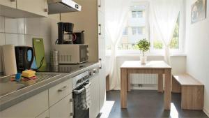 A kitchen or kitchenette at Stay and Work Düsseldorf