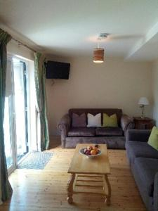 A seating area at Delphi Cottage