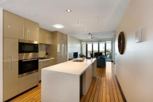 A kitchen or kitchenette at Boathouse Port of Airlie