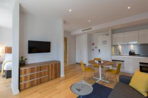 A television and/or entertainment center at PREMIER SUITES PLUS Rotterdam