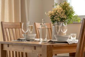 Ein Restaurant oder anderes Speiselokal in der Unterkunft Wellness-Ferienhaus Eifel Feeling