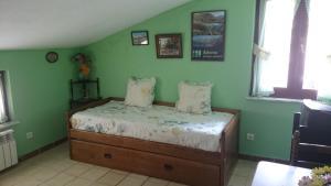 A bed or beds in a room at Apartamentos Peña Ubiña