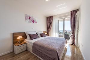 Postel nebo postele na pokoji v ubytování Apartments with pool Villa Zora