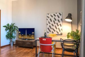 Télévision ou salle de divertissement dans l'établissement Urban Apartments - Rooms of art