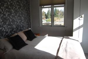 A bed or beds in a room at Judge Rock Exclusive Vineyard Cottage Accommodation