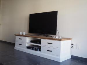 """A television and/or entertainment center at Appartement """"FD"""""""