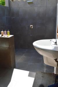 A bathroom at Ocean Cottage Kalametiya by Everton Holidays