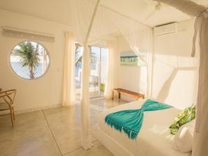 A bathroom at Bahia Mar Beach House