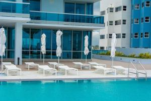 The swimming pool at or near Modern Geometry at Monte Carlo Miami Beach