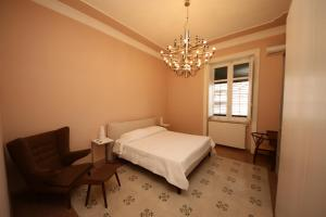 A bed or beds in a room at KMC suites - Purple