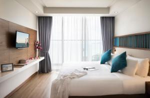 Giường trong phòng chung tại Citadines Bayfront Nha Trang