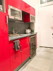 A kitchen or kitchenette at Studio Saulnier