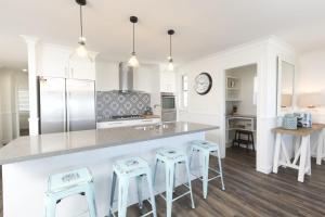A kitchen or kitchenette at FYNE SHORES