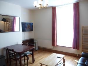 Una televisión o centro de entretenimiento en Apartment 45 Lower Drumcondra Road