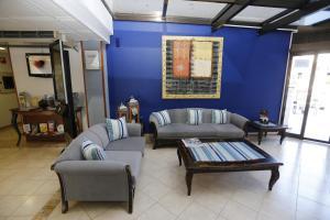 Een zitgedeelte bij Hotel-Apartamentos Andorra