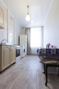 Кухня или мини-кухня в Apartment on Ploshchad Lenina 12/2