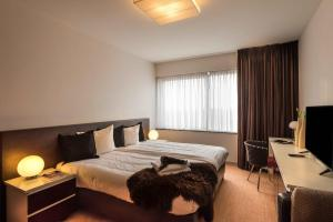 A bed or beds in a room at Htel Serviced Apartments Amsterdam