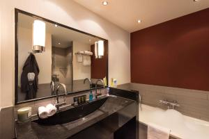 A bathroom at Htel Serviced Apartments Amsterdam