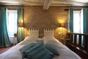 Ein Bett oder Betten in einem Zimmer der Unterkunft Le Relais de Meursault