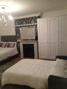 A bed or beds in a room at Kirchen Apartments