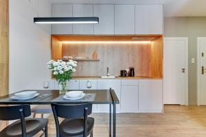 Virtuvė arba virtuvėlė apgyvendinimo įstaigoje Blue Mandarin Riverside
