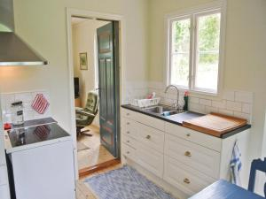 A kitchen or kitchenette at Holiday home Yafors Lidhult