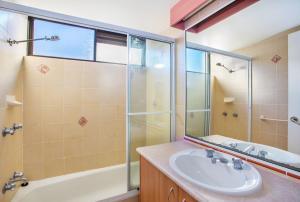 A bathroom at THE ROCKS RESORT, UNIT 9J
