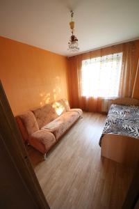 Кровать или кровати в номере Apartments at Krylova 81