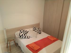 Cama ou camas em um quarto em Village Love Madrid