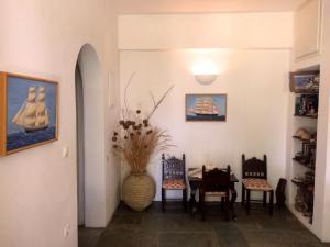 Area soggiorno di Mealos Apartments