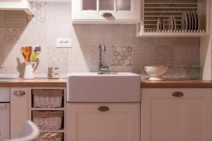 A bathroom at Villa Lemon & Mint