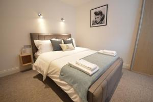 A bed or beds in a room at St Anne's Court