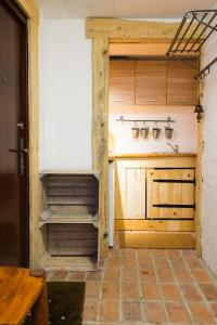 A kitchen or kitchenette at U Bednarzy