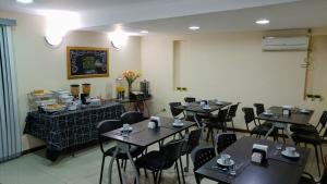 Un restaurant u otro lugar para comer en Tunkelén Apart Hotel