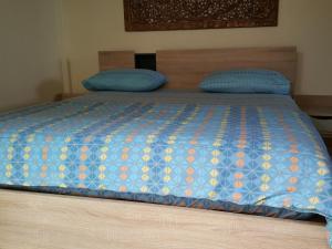 Ein Bett oder Betten in einem Zimmer der Unterkunft Baan Sanom